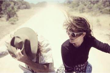 angus-and-julia-stone-photo-wind