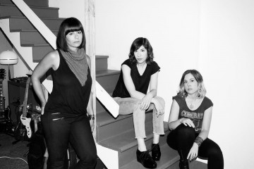 SLEATER-KINNEY, The Girls Are Back In Town