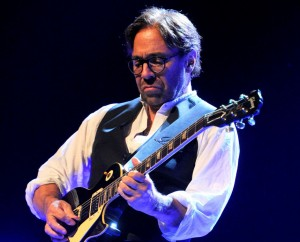 Al DiMeola (photo: Victor Diaz Lamich)