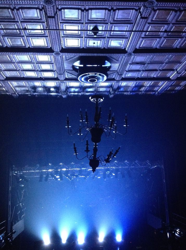 national-chandelier-silhouette