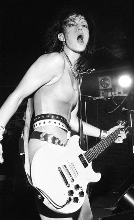 breast size Joan Jett