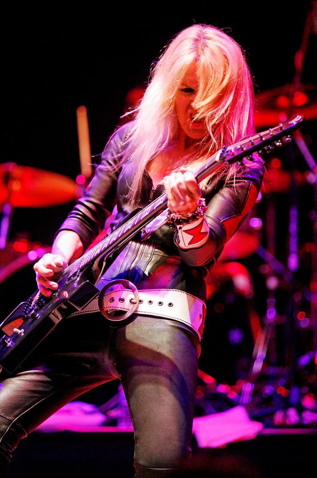 breast size Lita Ford