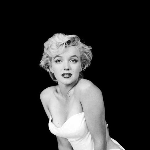 breast size Marilyn Monroe