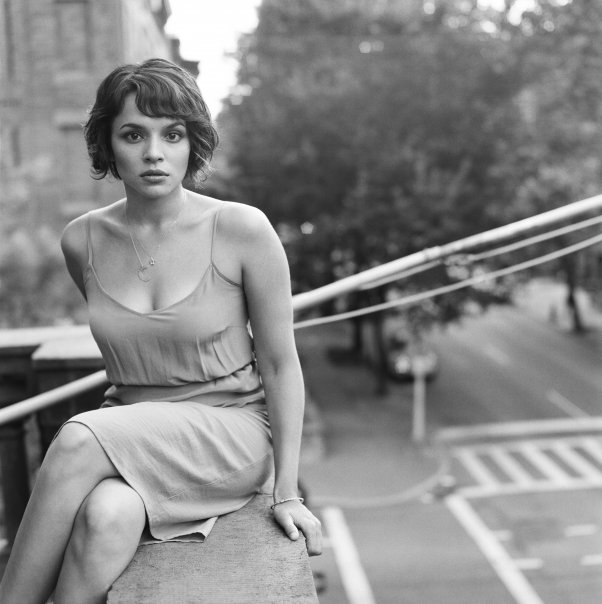 breast size Norah Jones