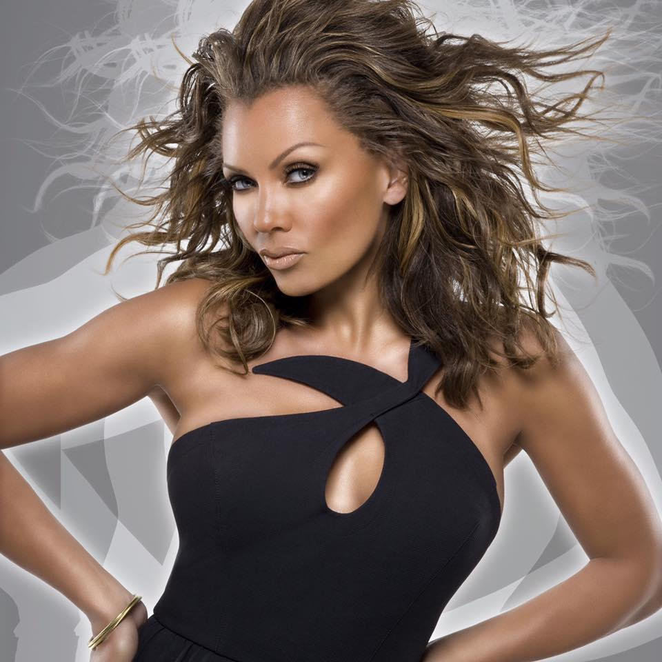 breast size Vanessa Williams