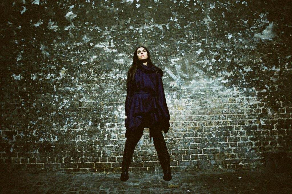 PJ HARVEY – Le calibre