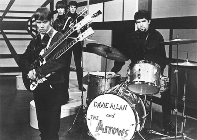 Rock, fuzz et motocyclettes… voici DAVIE ALLAN & THE ARROWS!
