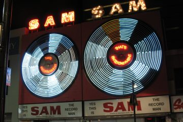 sam_the_record_man_signs_last_night_jamie-from-toronto