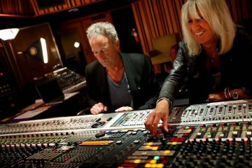 BUCKINGHAM-McVIE – On with the show